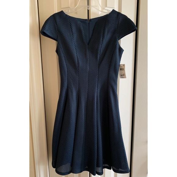 julia jordan Dresses & Skirts - NEW WITH TAGS❤️Julia Jordan Teal Dress